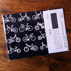 Foulard japonais motif Bicyclettes fond noir.